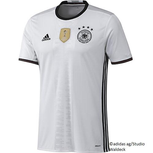 EM 2012: Grünes DFB Trikot erinnert an den EM Titel 1972 WELT